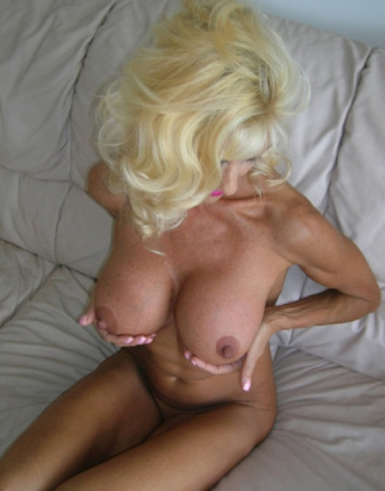 Blonde, 64 ans (Angers)